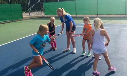 Full fart på tennisskolan